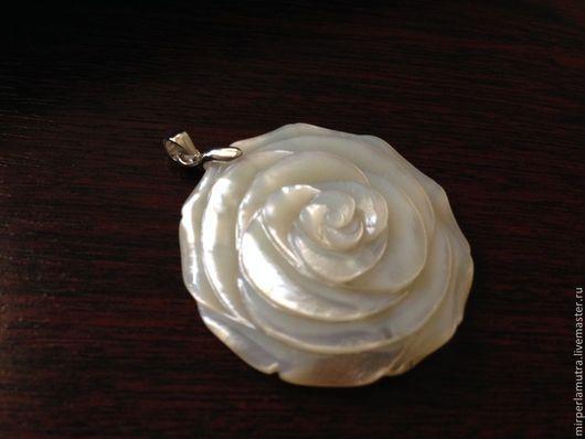 """Кулоны, подвески ручной работы. Ярмарка Мастеров - ручная работа. Купить Кулон """"Роза 30"""" (Серебро + Перламутр). Handmade."""