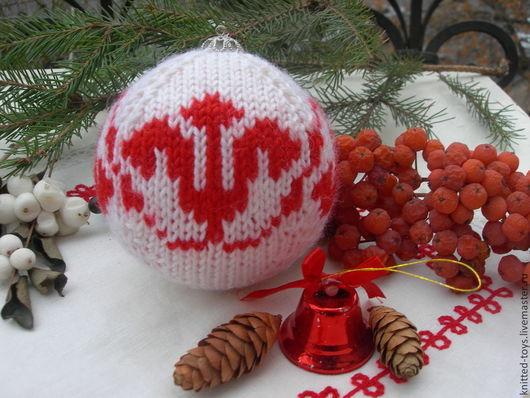 Новый год 2017 ручной работы. Ярмарка Мастеров - ручная работа. Купить Вязаный новогодний шар на елку со стилизованными листочками. Handmade.