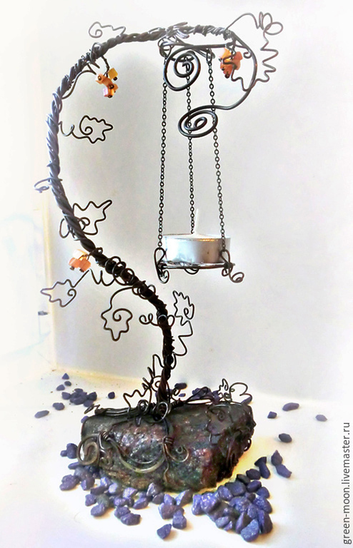 Подсвечник из меди черненой на камне с самоцветами `Лоза` Автор Тиану
