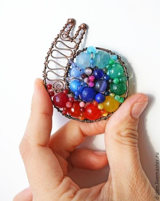 Брошь из меди ручной работы улитка яркая радуга радужная с натуральными камнями оригинальный брошка купить wirewrap медный