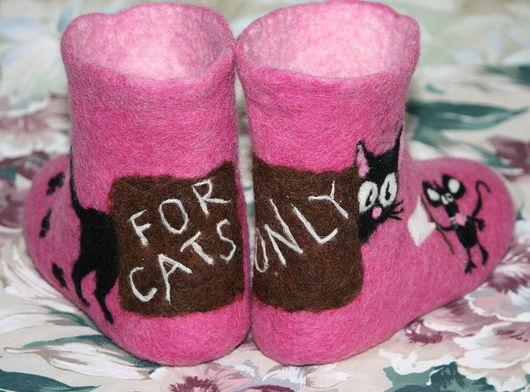 """Обувь ручной работы. Ярмарка Мастеров - ручная работа. Купить Домашние тапочки """"Только КОШКИ!"""" :). Handmade. Валяные тапочки"""