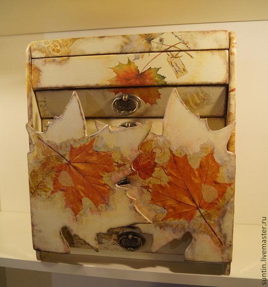 Комодик `Легенды осени` дверцы-листья клена ящики обтянуты мягкой тканью с отделениями для хранения украшений. Возможно изменение размеров.