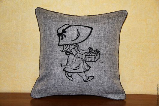 """Текстиль, ковры ручной работы. Ярмарка Мастеров - ручная работа. Купить Льняная вышитая подушка """"Рукодельница"""". Handmade. Подушка, девушка"""