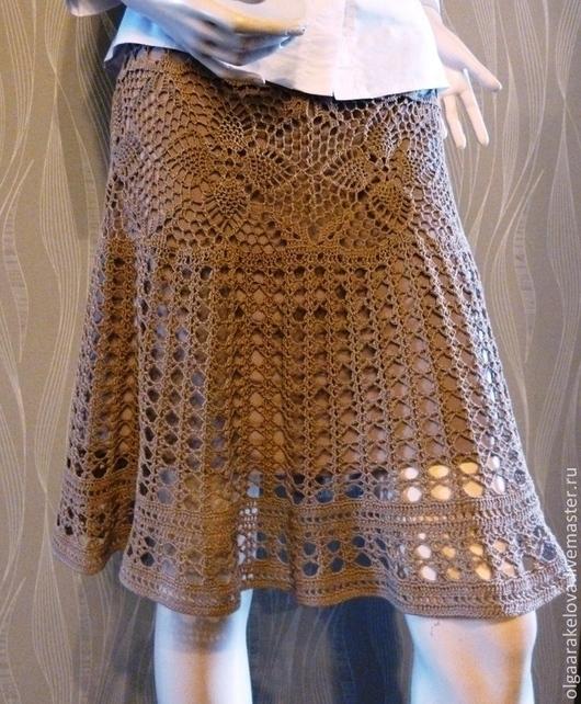 Летняя ажурная  юбка нейтрального песочного цвета вязаная крючком из тонкого хлопка расклешенная к низу