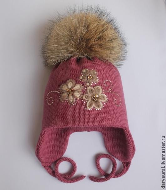 Тёплая, мягкая двойная шапочка для холодной зимы. Шапочка дополнена изящной вышивкой, бусинами, стразами.Цвет шапочки дымчато-фиолетово-сиреневый гармонично смотрится с сиреневым, бежевым, фиолетовым,