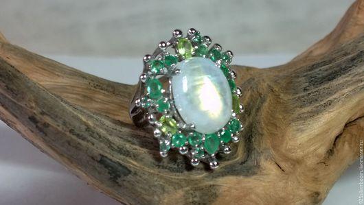 """Кольца ручной работы. Ярмарка Мастеров - ручная работа. Купить Крупное Кольцо """"Луиза"""", нат. Лунный камень, Изумруды, серебро 925. Handmade."""