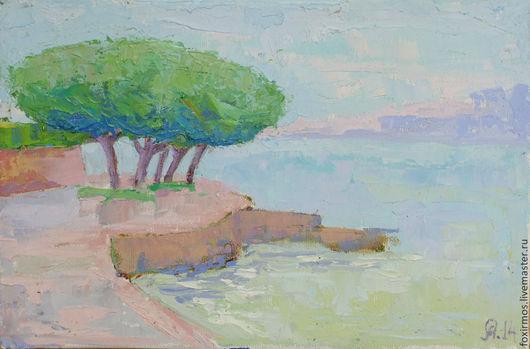 Летний полдень на берегу озера Гарда в Италии.