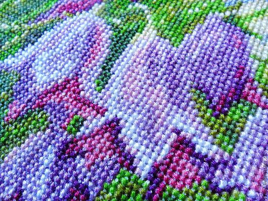 фрагмент вышитой картины Колокольчики, Полевые цветы