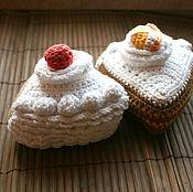 Куклы и игрушки ручной работы. Ярмарка Мастеров - ручная работа Игрушки - вязаные торты. Handmade.