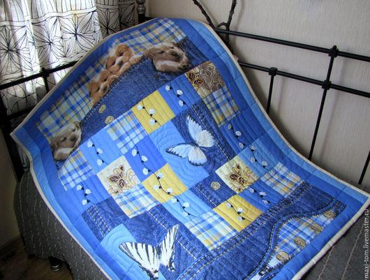 """Пледы и одеяла ручной работы. Ярмарка Мастеров - ручная работа. Купить Детское лоскутное одеяло-покрывало """"Лапочки"""". Handmade. Синий"""