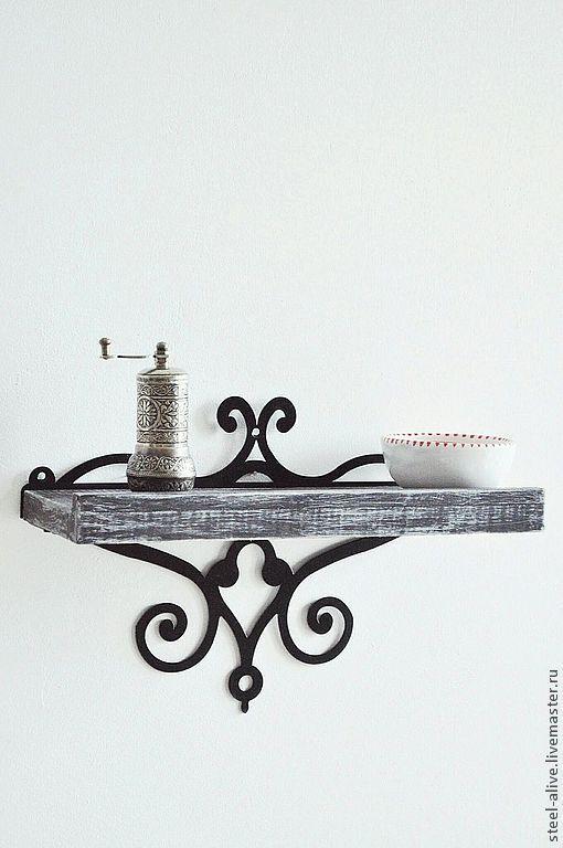 Ажурная полочка для приятных мелочей: баночек для специй, вазочек, подсвечников.