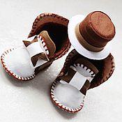 Работы для детей, ручной работы. Ярмарка Мастеров - ручная работа Комплект пинетки+шляпка для маленького джентльмена. Handmade.