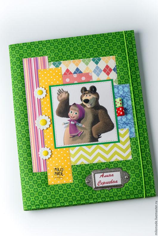 """Папки для бумаг ручной работы. Ярмарка Мастеров - ручная работа. Купить Папка для свидетельства о рождении """"Маша и медведь"""". Handmade."""