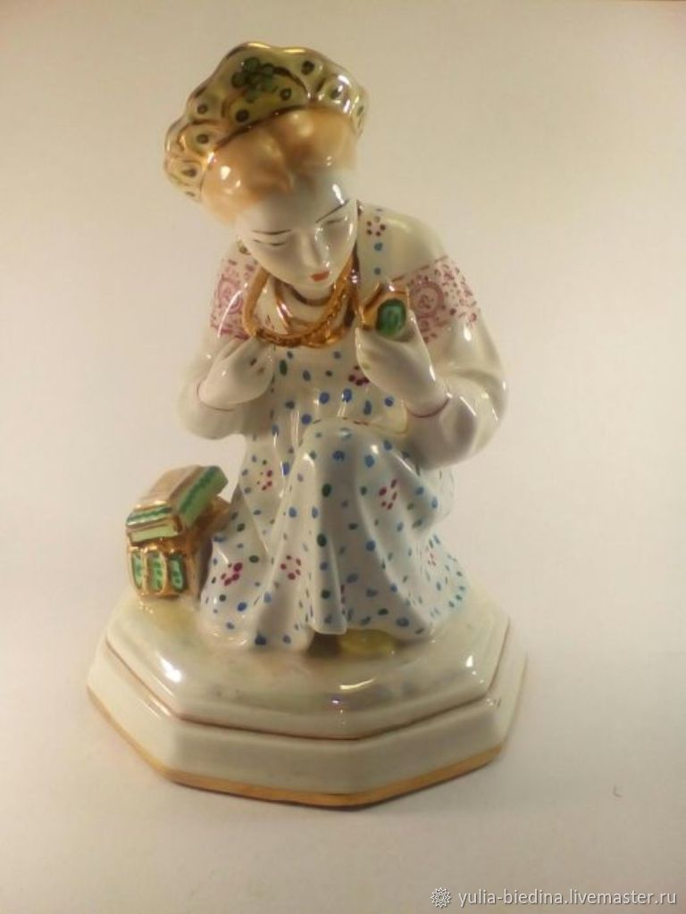 Porcelain figurine 'Malachite box', LSFI, Vintage interior, Mogilev-Podolsky,  Фото №1