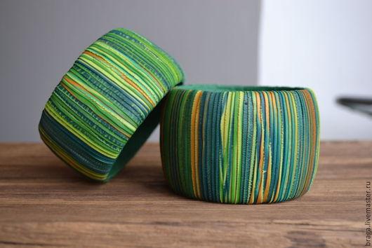 Текстурный браслет в технике рваный край. Браслет нескольких оттенков зеленого, салатового цвета с небольшими вкраплениями золотого.. Браслет Травы.