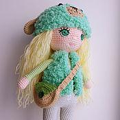 Алиса. Вязаная кукла