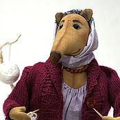 Мягкие игрушки ручной работы. Ярмарка Мастеров - ручная работа Крыса домашняя. Крыса вяжет. Handmade.