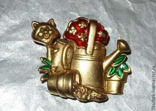 """Винтажные украшения. Ярмарка Мастеров - ручная работа. Купить Брошь """"Котик-садовод"""" под античное золото/эмаль ( Danecraft США). Handmade."""