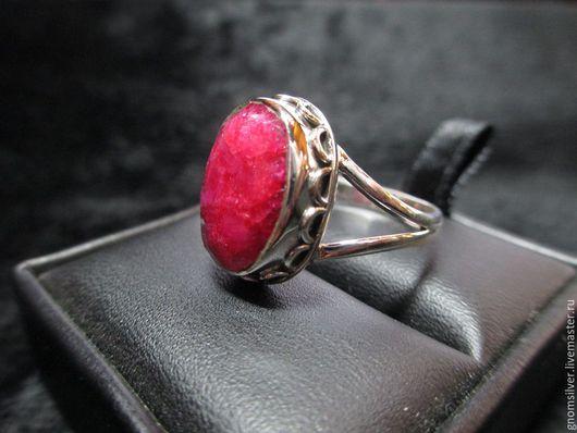 Кольца ручной работы. Ярмарка Мастеров - ручная работа. Купить Уникальное авторское кольцо с рубином из Индии. Handmade. Ярко-красный