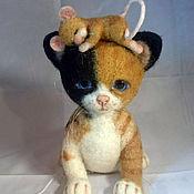 Куклы и игрушки ручной работы. Ярмарка Мастеров - ручная работа игрушка из шерсти котенок и мышка. Handmade.