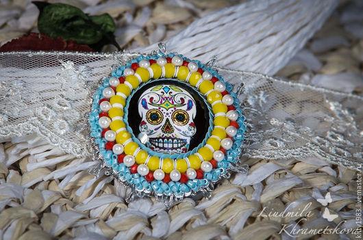 """Броши ручной работы. Ярмарка Мастеров - ручная работа. Купить Брошь """"Веселый череп""""( брошь с черепом,желтый, голубой). Handmade."""