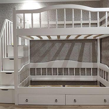Мебель ручной работы. Ярмарка Мастеров - ручная работа Кровати: Двухъярусная кровать Рим с Лестницей комодом. Handmade.