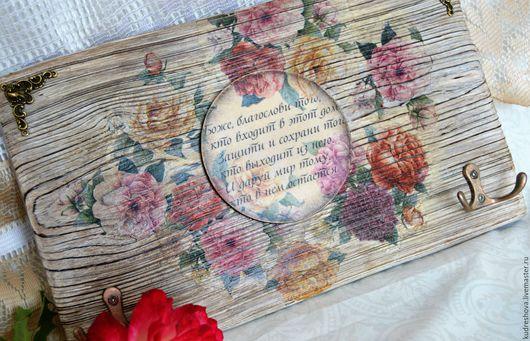 Прихожая ручной работы. Ярмарка Мастеров - ручная работа. Купить Ключница - оберег из сосны-обжиг,брашировка  Винтажные розы. Handmade.