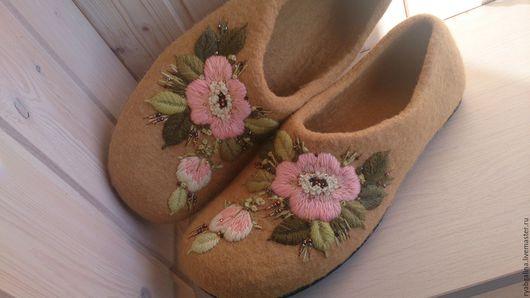 """Обувь ручной работы. Ярмарка Мастеров - ручная работа. Купить Тапочки"""" Июльский полдень"""". Handmade. Бежевый, подарок женщине"""