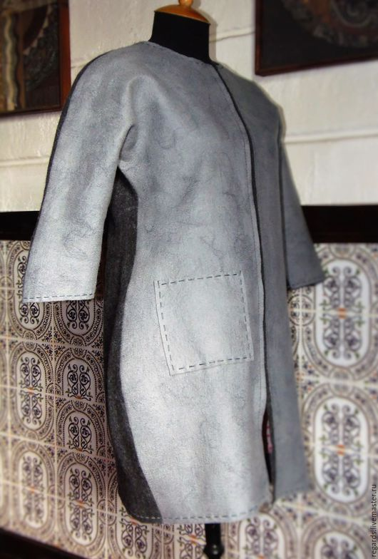 Легкое женское пальто