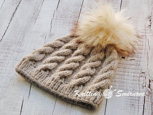 Шапки ручной работы. Ярмарка Мастеров - ручная работа. Купить Вязаная шапка из альпаки с помпоном из енота. Handmade. Однотонный