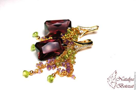 Шикарные серьги грозди винограда с турмалинами бордо хризолитом перидотом аметистом на позолоченной фурнитуре купить Подарок женщине девушке коллеге украшение