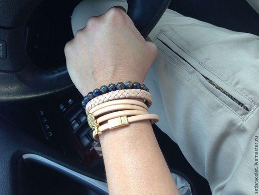 Браслеты ручной работы. Ярмарка Мастеров - ручная работа. Купить Кожаные браслеты из кожи бежевой:плетеный, плоский 5мм,синий. Комплект. Handmade.