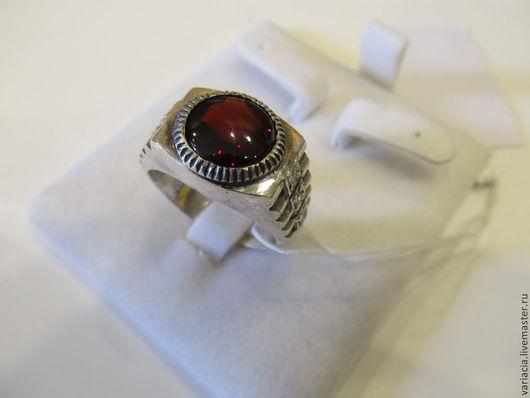 Кольца ручной работы. Ярмарка Мастеров - ручная работа. Купить Кольцо мужское(перстень-печатка) с гранатом-пиропом в серебре. Handmade.