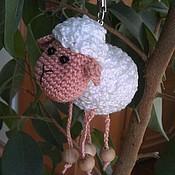 Куклы и игрушки ручной работы. Ярмарка Мастеров - ручная работа Брелок Вязаная овечка. Handmade.