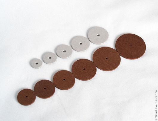 Сверху картонные диски: 20,25,30,35,40 мм.\r\nСнизу оргалитовые диски: 30,35,38,44,50,57 мм.