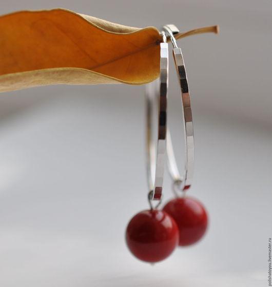 """Серьги ручной работы. Ярмарка Мастеров - ручная работа. Купить Серебряные серьги """"Акцент"""". Handmade. Ярко-красный, красный коралл"""