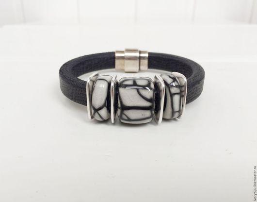 Браслеты ручной работы. Ярмарка Мастеров - ручная работа. Купить Черный браслет регализ с серо-черными керамическими бусинами. Handmade.