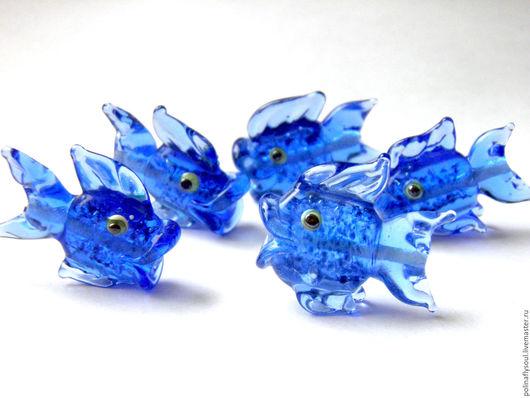 Кулоны, подвески ручной работы. Ярмарка Мастеров - ручная работа. Купить Синие рыбки с авантюрином. Handmade. Тёмно-синий, стекло