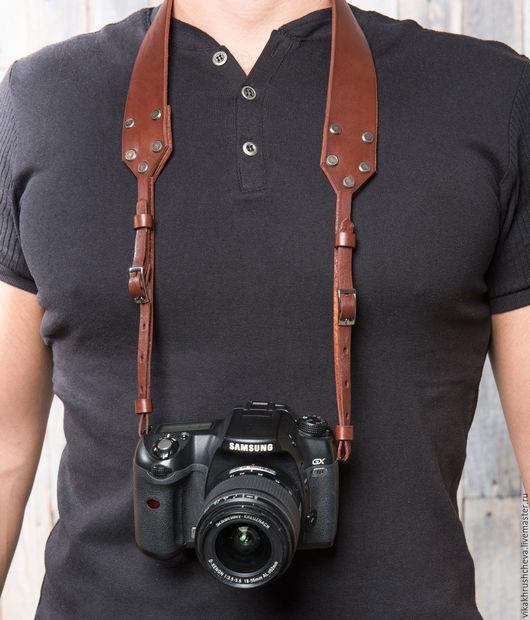 Пояса, ремни ручной работы. Ярмарка Мастеров - ручная работа. Купить Кожаный ремень для фотоаппарата коричневый. Handmade. Коричневый, никель