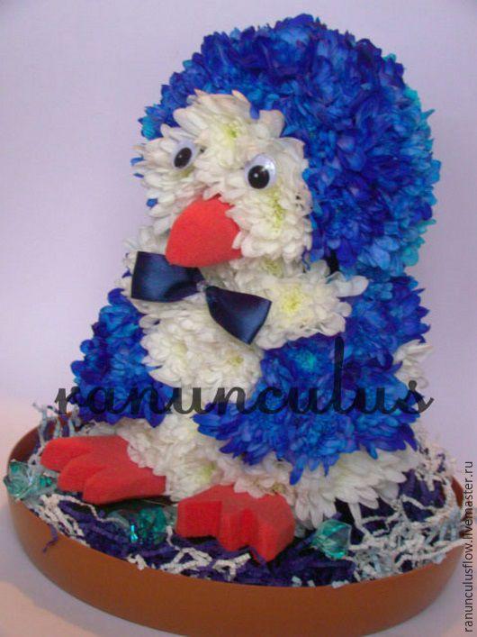 Букеты ручной работы. Ярмарка Мастеров - ручная работа. Купить Пингвин из живых цветов. Handmade. Синий, игрушка из цветов