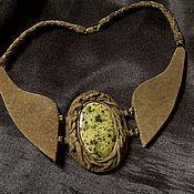 Украшения ручной работы. Ярмарка Мастеров - ручная работа Колье из кожи со змеевиком. Handmade.