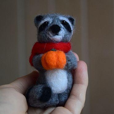 Куклы и игрушки ручной работы. Ярмарка Мастеров - ручная работа Игрушка валяная Енот. Handmade.