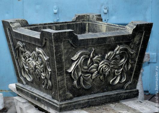 Садовый вазон из бетона квадратная урна в бронзе