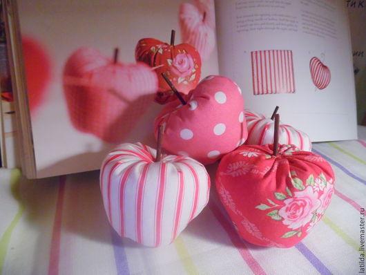 Куклы Тильды ручной работы. Ярмарка Мастеров - ручная работа. Купить Яблоки в стиле Тильда. Handmade. Ярко-красный
