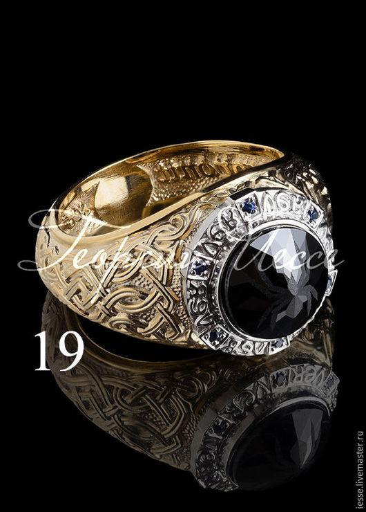 на фото: кольцо из серебра 925 пробы, позолота, белое родирование, оникс, сапфиры нат-6шт.цена 9000=руб. Возможно изготовление из золота 585 пробы -цена 78000руб.Смотрите видео на странице изделия.