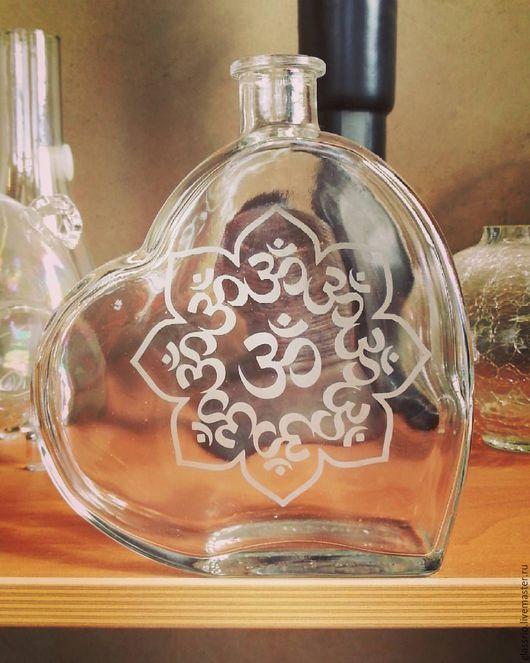 Графины, кувшины ручной работы. Ярмарка Мастеров - ручная работа. Купить Бутылка сердце на 500 мл с символикой ОМ. Handmade.
