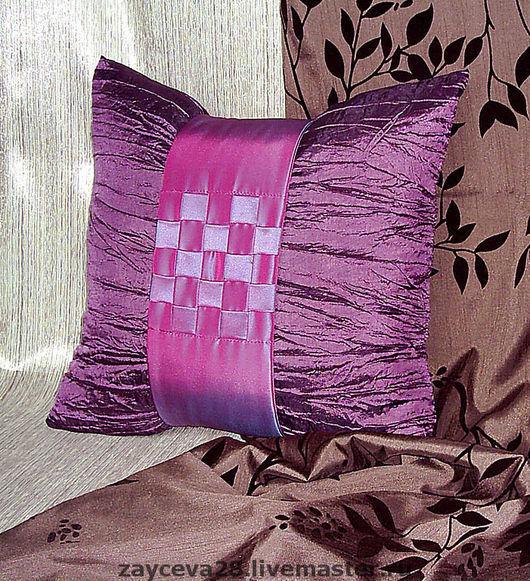 Подушка лилового цвета - стильное украшение Вашего интерьера.