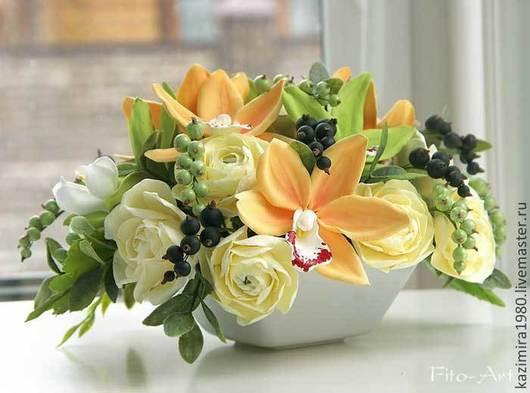 Букеты ручной работы. Ярмарка Мастеров - ручная работа. Купить Букет с орхидеями цимбидиум и ягодами. Handmade. Оранжевый, цветы для интерьера