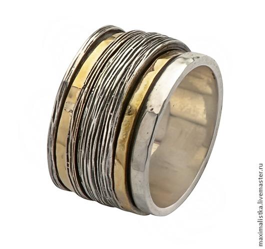 Золотые и серебрянные кольца вращаются на базовом кольце.