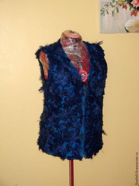 """Жилеты ручной работы. Ярмарка Мастеров - ручная работа. Купить МОХНАТЕНЬКИЙ """" синий валеный жилет. Handmade. Приталенный, мохнатый"""